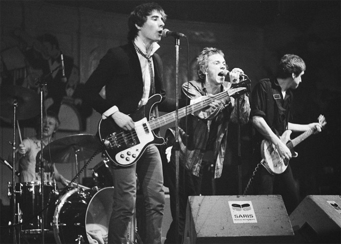 Branson took a huge risk by signing the controversial Sex Pistols image source: commons.wikimedia.org