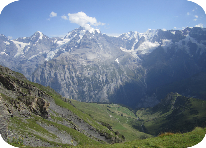 Hiking down the Schilthorn